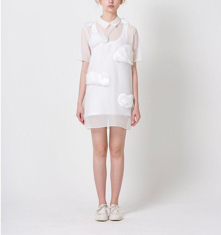 Una vez recogida.  blanco ropa hecha de organza, con piel hecha nube de detalle, diseño absolutamente único. Hay dos diseños, vestido como Foto1 o camiseta como FOTOCÉLULA2. Transparente, sugerimos para usar debajo de la tapa interior.  Tela: organza + hombre hizo piel Esta es la medida en cm:  Vestido: Tamaño libre hombro 44 pecho 108 cadera 110 manga 24 longitud 86  Camiseta: dos tamaños disponibles Vestido/pecho/manga S 54/94/16/39 M 56/98/18/41  Art...