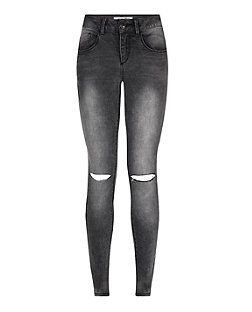 For daytime edgy styles these Teens Dark Grey Ripped Knee Skinny Jeans are a go to piece - try with a printed cami and chunky sandals this seasons. £19.99 #newlook #915
