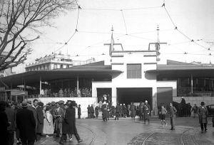 Entrada del mercado de Olavide, derribado en los años setenta. Ahora es la plaza de Olavide.