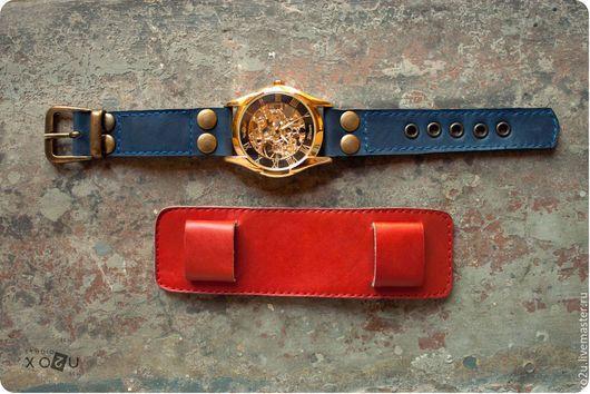 Съёмный браслет наручных часов позволяет носить наручные часы в двух вариациях: на тонком ремешке и с подложкой ярко красного цвета.