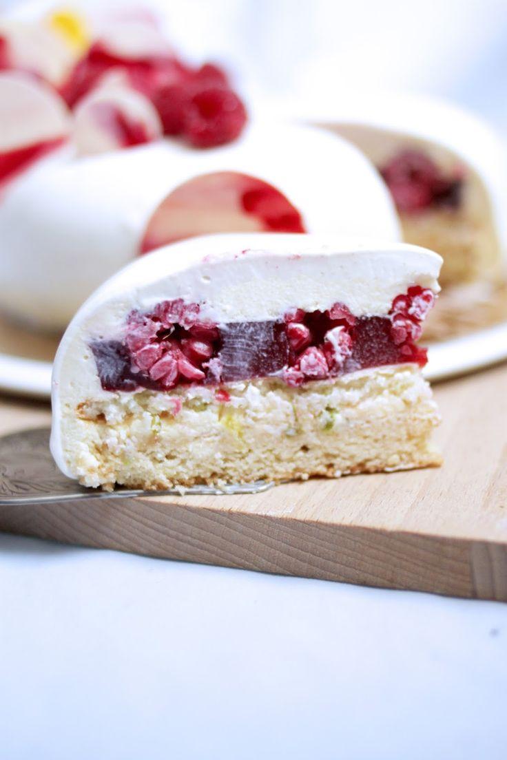Sablé breton - Dacquoise citron vert - Gelée fruits rouges - Mousse chocolat blanc citron vert - Glaçage ivoire