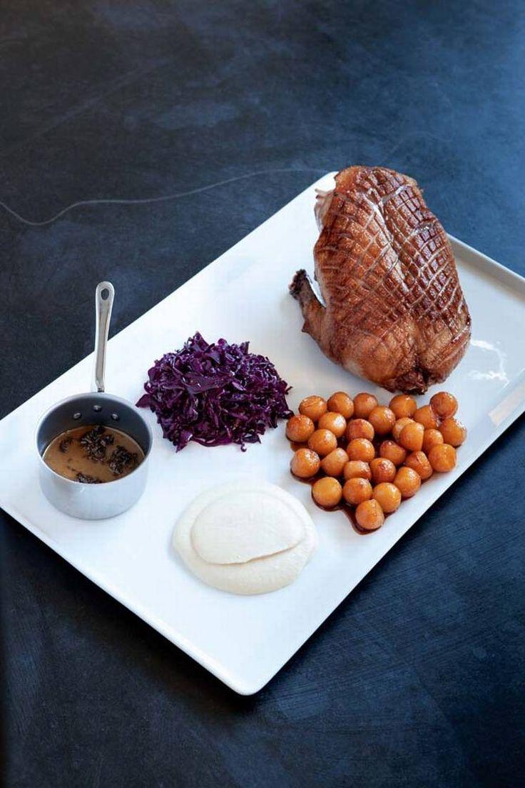 Juleand. For den som ikke må ha ribbe eller pinnekjøtt julaften, vil Christofer Bengtssons andeoppskrift være et lekkert alternativ: sprøtt, mørt og saftig andekjøtt med julesmaker av eple og rødkål.