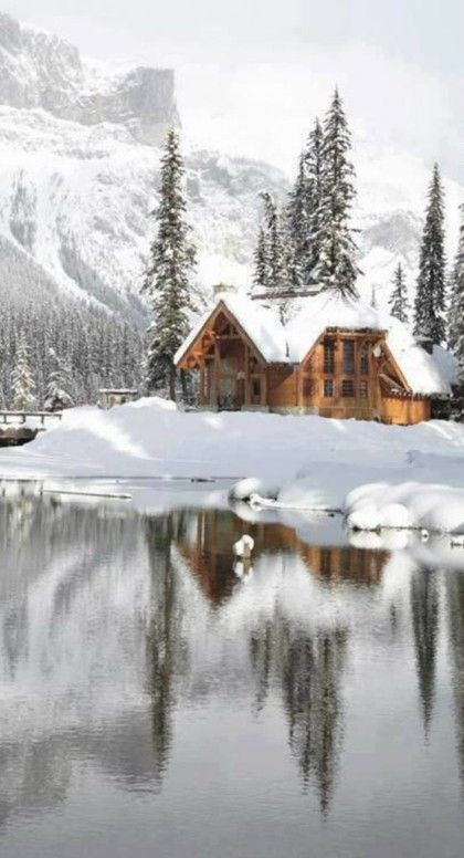 Emerald Lake Lodge in Yoho National Park ~ British Columbia, Canada � photo: Canadian Rocky Mountain Resorts
