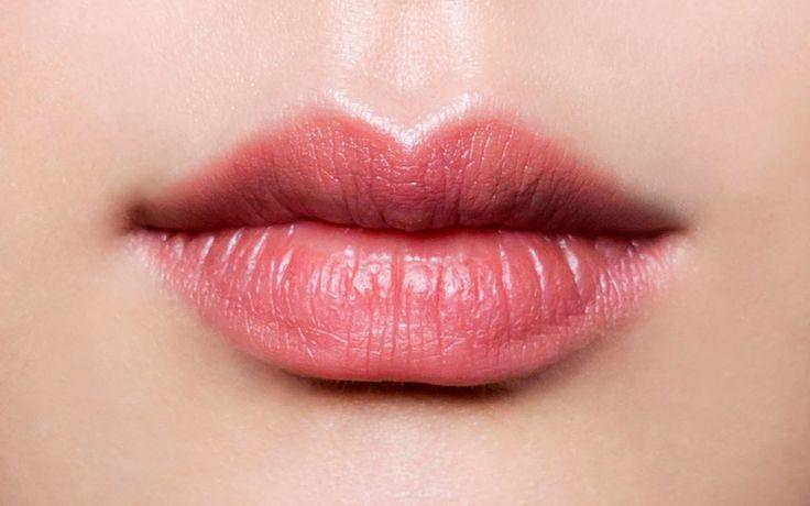 Hilfe! Du hast dünne Lippen? Unsere Tricks zaubern im Handumdrehen einen sinnlichen Schmollmund.