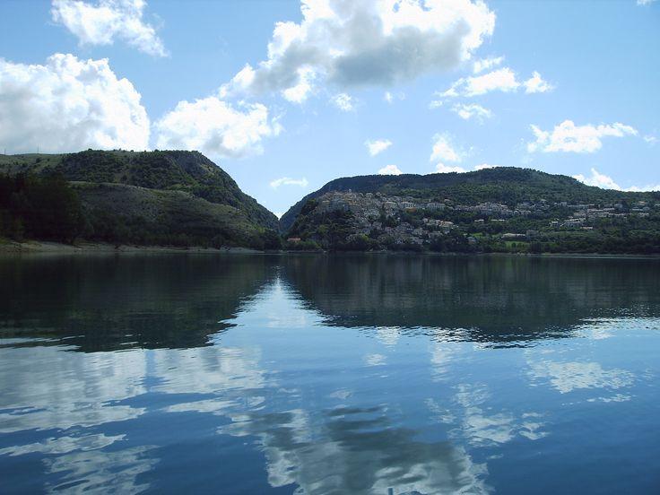 Barrea, Borgo Autentico d'Italia, a ridosso del Lago di Barrea è la PERLA del Parco Nazionale d'Abruzzo!