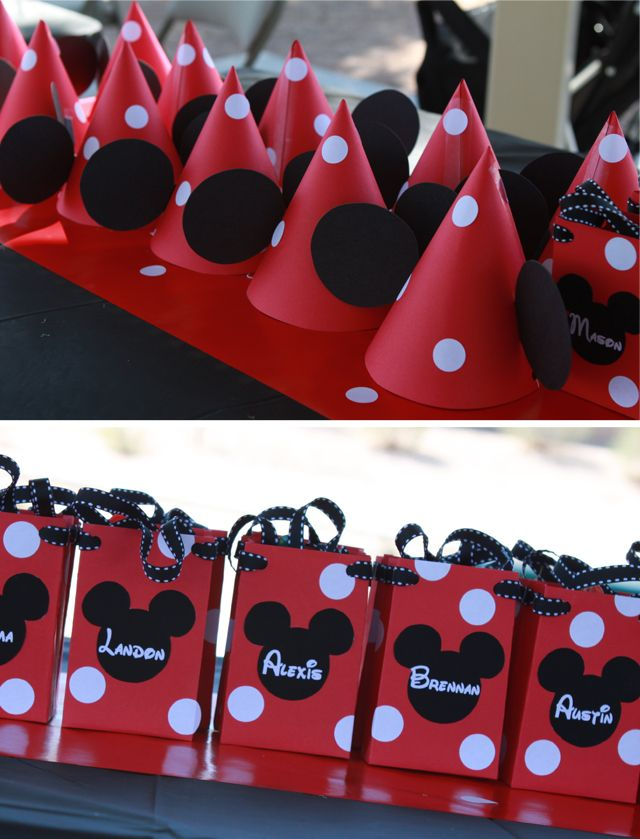 Minnie hats and favor bags use while circle stickers to decorate