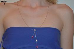Ce collier est composé de perles nacrées fuchia de 6mm et blanche de 6mm. Le collier mesure 36cm environ de longueur.  Ce collier peut-être réalisé en vert, noir, lilas, turquoise, fuchia, mauve, jaune, orange, rouge...  Tarif: 11 euros