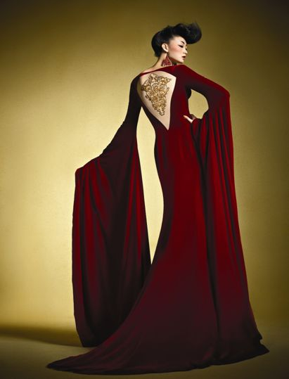 Une robe comme ça mettrait trop en valeur un tatouage sur ton dos *0*