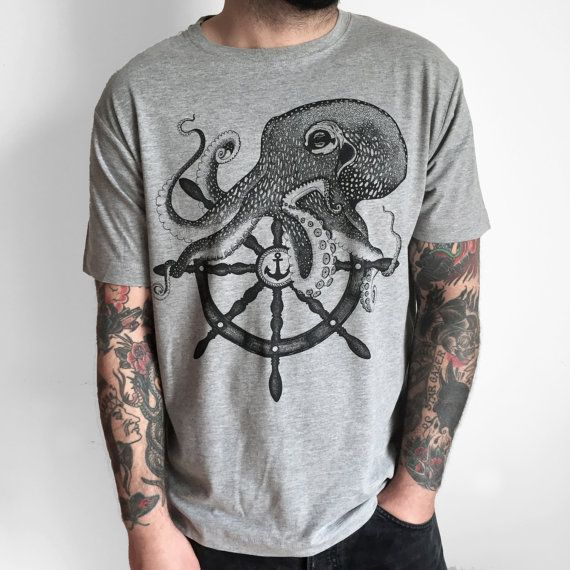 T-shirt con stampa grande polipo timone di Hardtimestore su Etsy Octopus man's shirt on #Etsy. #tshirt #octopus #tshirt #shirt #clothing #polipo #tattootshirt #traditionaltattoo #oldschool #sailor #tattoo #tshirts #tee #tees #woman #wear #etsyfinds #print #screenprinted #printedtshirt #brand #apparel #hardtimes #clothingbrand #etsywholesale #style #fashion #alternative #shoplocal #wholesale #giftidea #tanktop