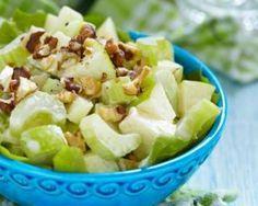 Salade rassasiante au céleri-branche, pomme et noix : http://www.fourchette-et-bikini.fr/recettes/recettes-minceur/salade-rassasiante-au-celeri-branche-pomme-et-noix.html
