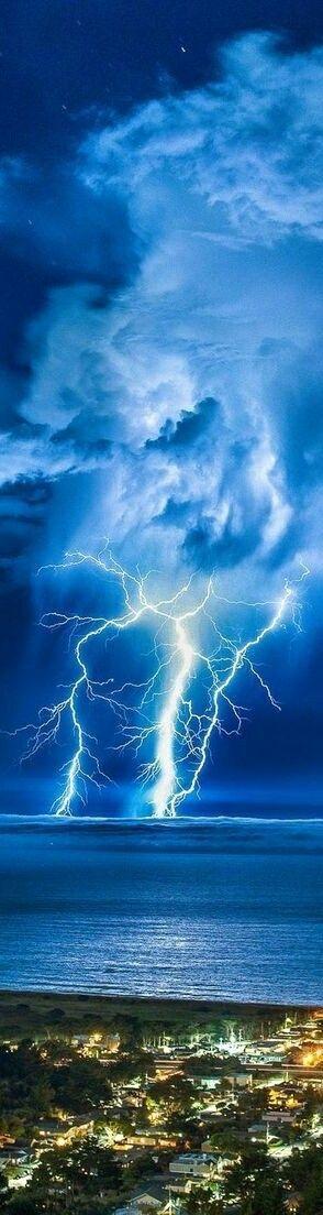 https://photography-classes-workshops.blogspot.com/ #Photography Lightning Strike California