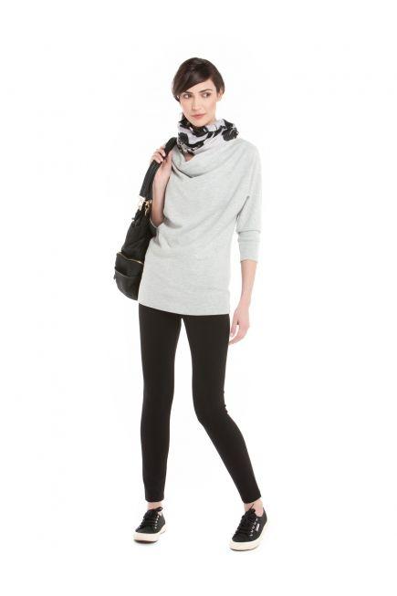 Two-tone Floral-Print Scarf on Loose Fit 3/4 Sleeve Sweater with Ponte Leggings - Écharpe à Imprimé Floral Deux Tons sur Chandail Ample à Manches 3/4 avec Leggings en Ponte