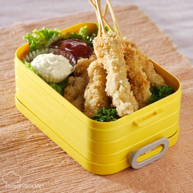 Resep sate ayam panir berikut ini bisa jadi solusi santapan si kecil yang sulit makan. Ayam kita buat renyah dengan tambahan panir dan dikemas dalam tampilan sate yang imut.