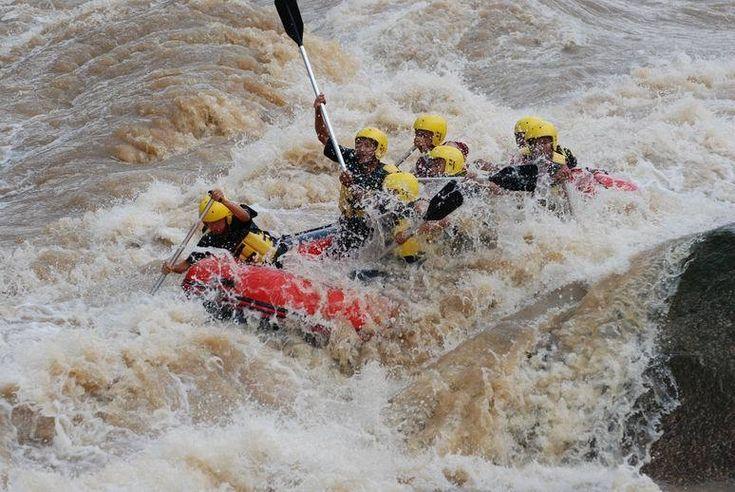 Wisata Arung Jeram Di Sungai Batang Kuantan