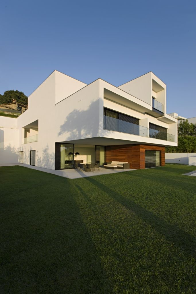 The CS House Was Completed In 2007 By The Guimarães Based Studio Pitagoras  Architects. This Three Story Concrete Home Is Located In Guimarães, Portugal