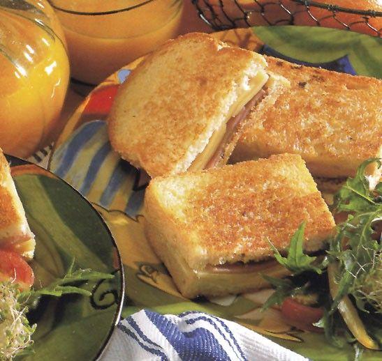 Serpenyőben sült szendvics