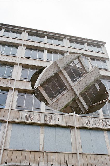 weissesrauschen:  Richard Wilson/ Turning The Place Over by capitalist 12' on Flickr.