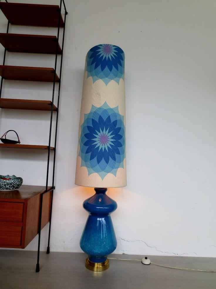 Ausgefallene 70er Bodenlampe Stehleuchte mit beleuchtetem Glaskörper  Blau