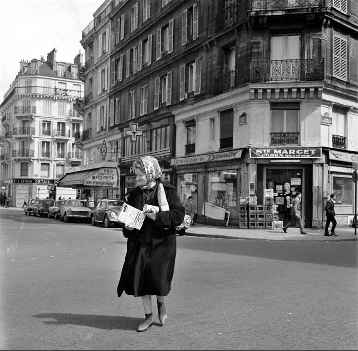 L'angle de la rue Tiron (à gauche) et la rue François-Miron en 1965. Une photo de © Willem van de Poll  (Paris 4ème)
