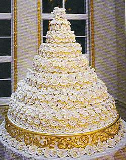 """Celebrity wedding cakes - Donald Trump  5 ft high, 32"""" across, 200 lbs & 3000 white icing roses by Sylvia Weinstock"""