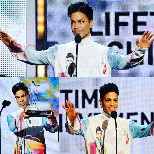 Prince receiving Lifetime Achievment Award from BET 2010⭐