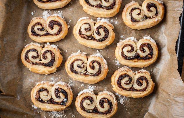 These beautiful little mincemeat and puff pastry swirls are an incredibly simple alternative to traditional mince pies