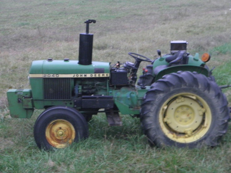 John Deere.Looks like the 40hp 2040 or the 50hp 2240 both introduced in 1975