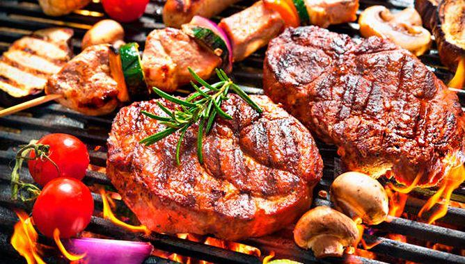 Как сделать шашлык из свинины и говядины и как замариновать мясо для шашлыка: тестируем популярные рецепты – шашлык на минералке, маринад для шашлыка из свинины с луком и вином, быстрый маринад с киви. А также готовим необычайно мягкий шашлык из говядины с гранатовым соком