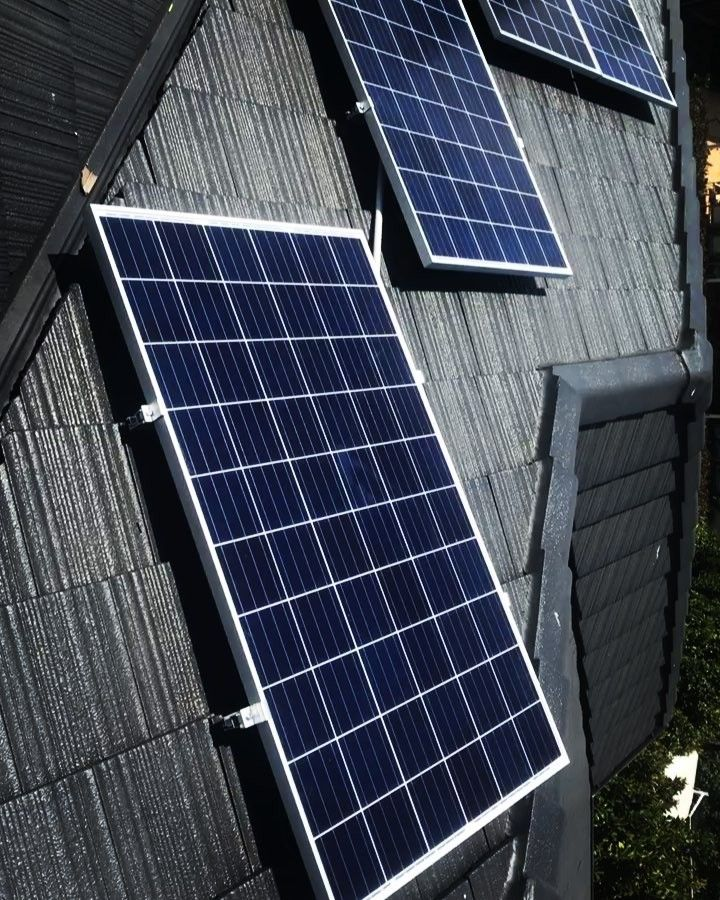 A 1 5 Kw Solar Power System Will Suit Smaller Homes Particularly Units They Are Ideal For Households With On Solar Panels Solar Panel Cost Solar Power System
