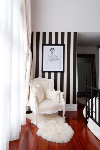 Black and white stripes can elevate any all-white room: