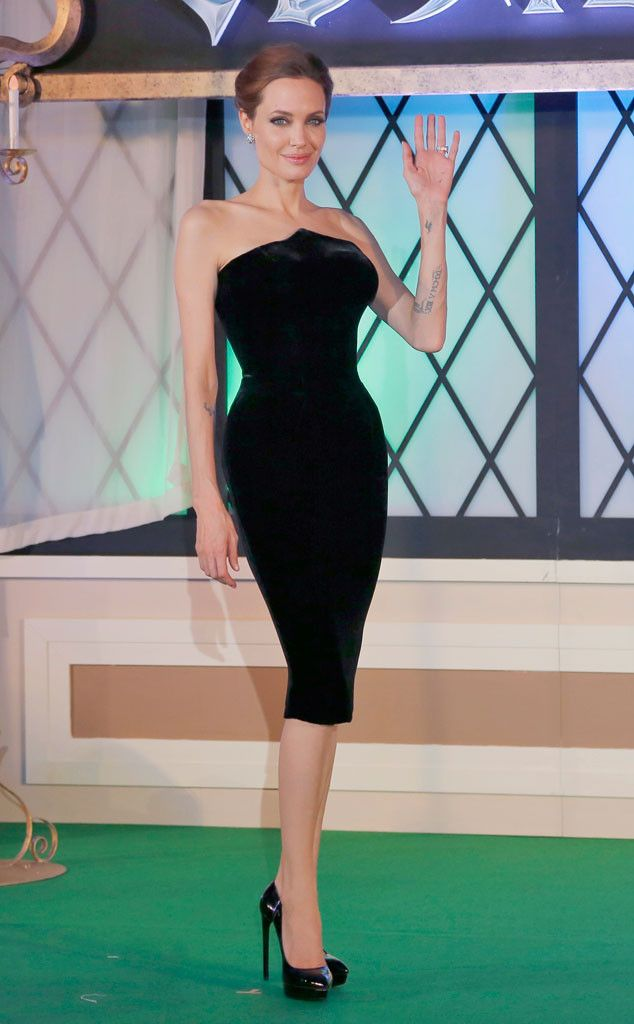This Aterlier Versace style hugs Angelina Jolie's curves perfectly!