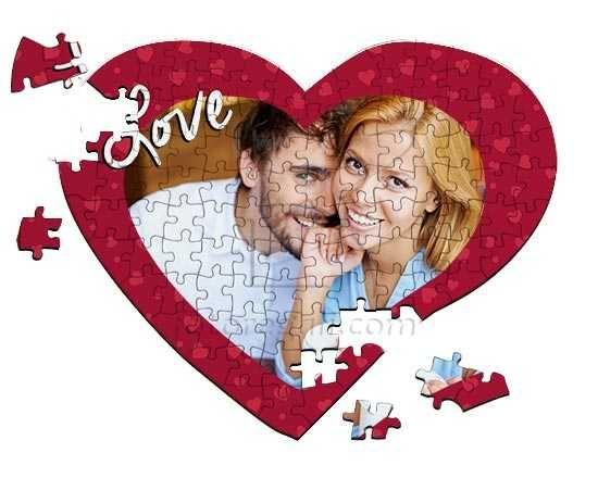 Puzzle cuore con grafica rossa