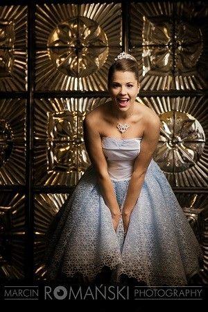 Panna Młoda jako Kopciuszek, niebieska suknia ślubna, sesja ślubna jak z bajki