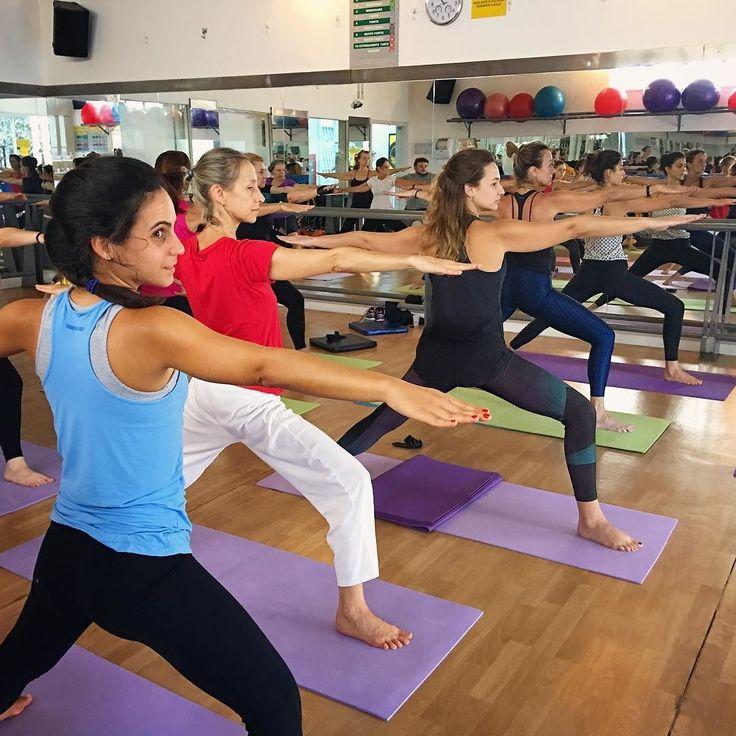 Lindas guerreiras!!!  Aulão de Yoga do Sábado Zen da Proforma Leblon que aconteceu no dia 1 de abril.  Aula com as professoras Lia Caldas (euzinha ) Simone Zonenschain e Simone Nigri com sorteio de brindes e café da manhã no final da aula  #LiaCaldasYoga #Yoga #VemPraProforma #Proforma #YogaLife #YogaLifestyle #YogaLove #YogaInspiration #YogaEveryday #Yogini #YogaTeacherLife #HathaYoga #Vinyasa #YinYangVinyasa