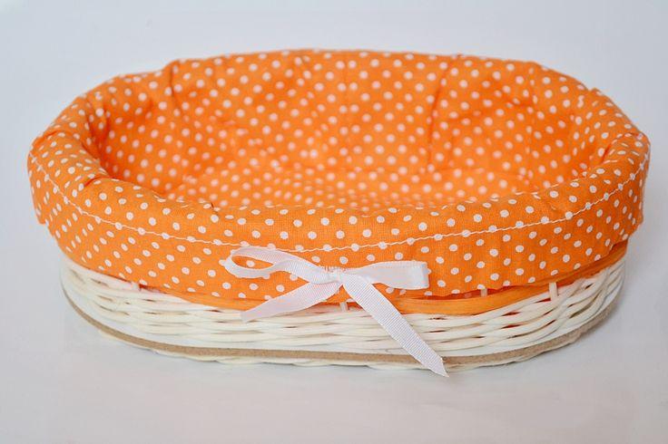 oranžovo-biely malý košík