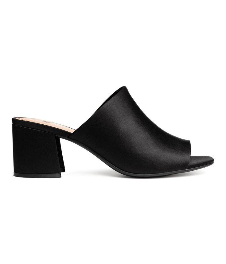 Kolla In Det Här Ett Par Slip Sandaletter Med Klädd Blockklack Och öppen