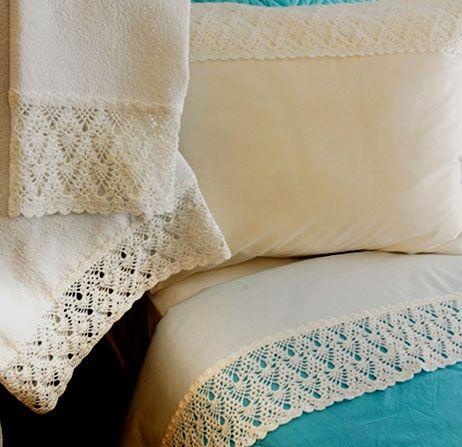 Interesting ideas for decor: Lace trim bedding .  КРУЖЕВНАЯ ОТДЕЛКА ПОСТЕЛЬНОГО...