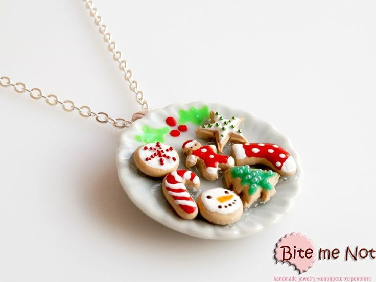 ''Christmas assorted biscuits'' -Silver plated short chain necklace! -Round ceramic plate with a handpaint mistletoe! Assorted christmas biscuits are there for Santa! Enjoy!