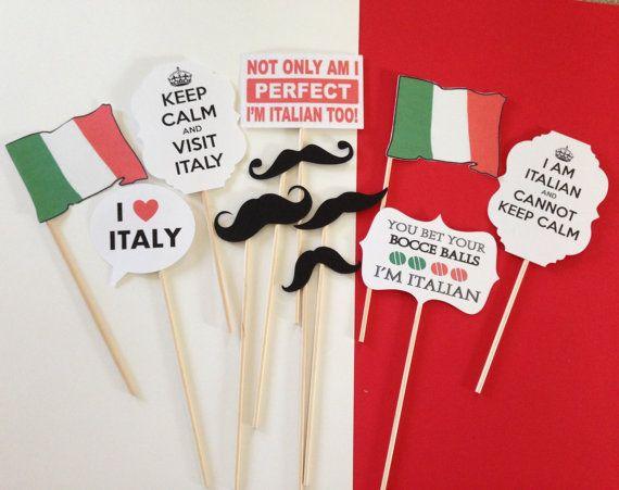 adornos para la fiesta/baile y las fotos. Bigotes, banderas, letreros cursis y románticos
