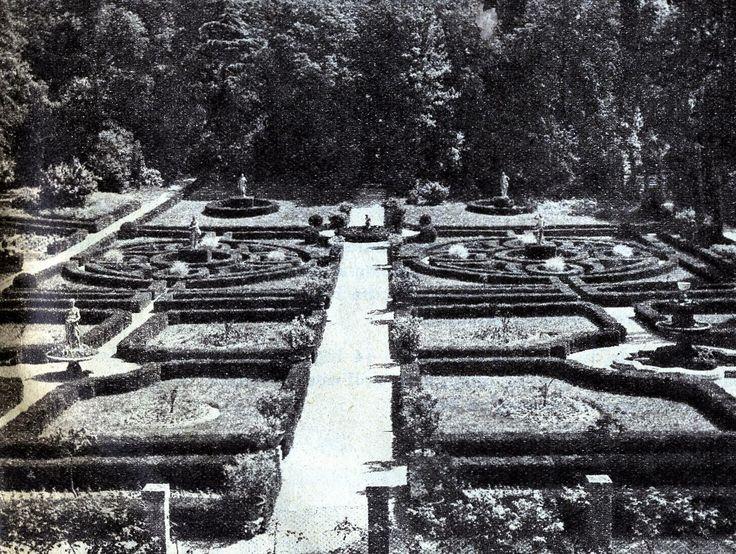 """Spiazzo """"all'italiana"""" del giardino Giusti http://www.veronavintage.it/verona-antica/immagini-storiche-verona/spiazzo-allitaliana-giardino-giusti"""
