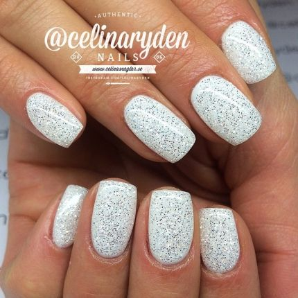 Amazing white glitter nails by @celinaryden.