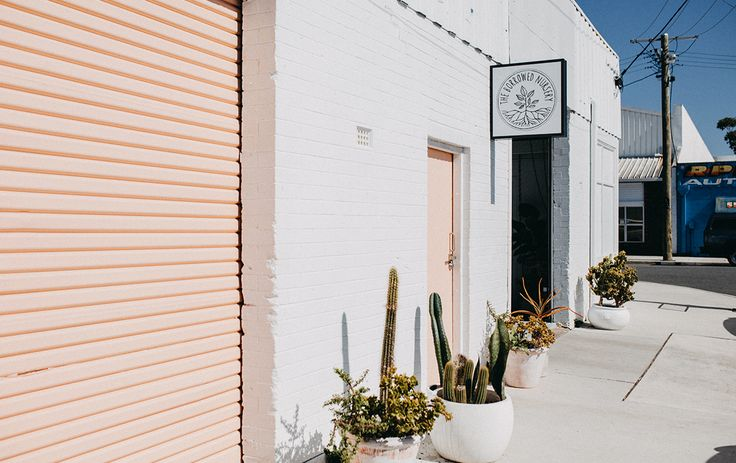 Fine dining, hidden bars and top-notch coffee are just the beginning when it comes to our hand-picked round up of things to do in Mermaid Beach.