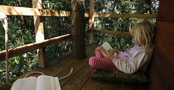 """Lukulamppu, Maria Leidenius: """"Miksi lukea lapselle?"""" Pro Lastenkirjallisuuden puheenjohtaja Maija Karjalainen kertoo ajatuksiaan lapsille lukemisesta ja lasten lukemisesta."""