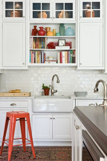 marika-meyer-elizabeth-drive-3 (Like the cabinets with small glass doors on top and open shelves over sink.  Could work in our kitchen.
