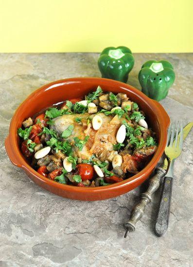 Курица по-мароккански с баклажанами, помидорами и миндалём