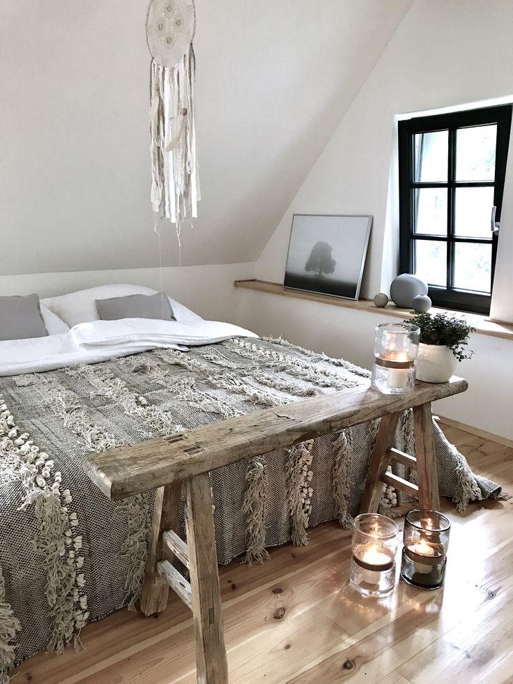 bedroom, summerhouse, bohostyle, bohemian, dreamcatcher, handmade, macrame, vintage stool, nature tones, ball vase