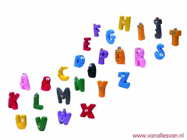 Het Barbapapa speelgoed alfabet. Verkrijgbaar bij www.vanallesvan.nl #barbapapa #kinderen #kids #kleuter #school #barbamama #barbalala #school #kleuterschool #leren #lezen #preschool #letters #alfabet #alphabet #buchstaben #cadeau #birthday #kindergarten