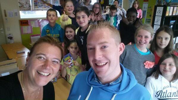 Een #codekinderen feestje in belgie. Ze hadden de kennisnet prijs gewonnen van het internet 2025. #bjmselfie. 6 mei 2014
