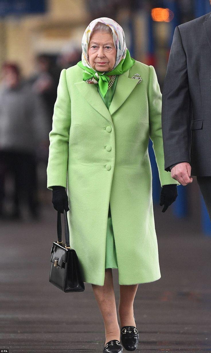 dailymail:  Return to Buckingham Palace, King's Lynn, February 7, 2017-Queen Elizabeth