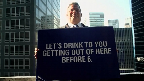 The Polish vodka brand Ultimat Vodka made a video of their afternoon guerrilla campaign in Chicago and New York. A guy in business suit poses as window washer and invites white-collar office drones to have a drink. Watch the video 'Stop working, start drinking'.